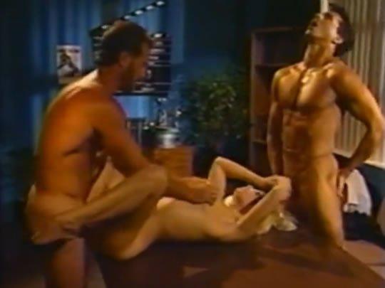 Parti a pornósztárokkal
