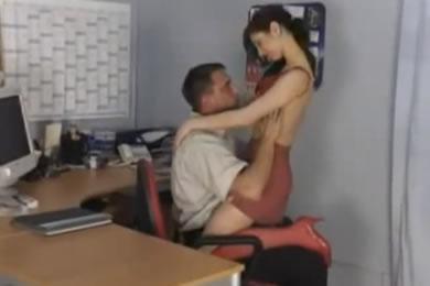 Titkárnő szex - baszás az irodában