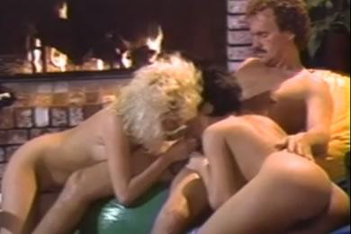 Régi pornófilmek - Vizes szex, nedves puncik
