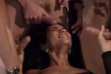 Csoportos és bukkake szex a konditeremben